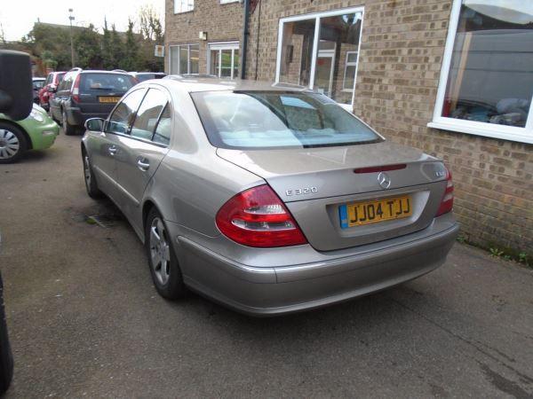 2005 Mercedes-Benz E320 CDI image 3