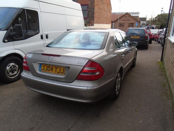 2005 Mercedes-Benz E320 CDI image 4