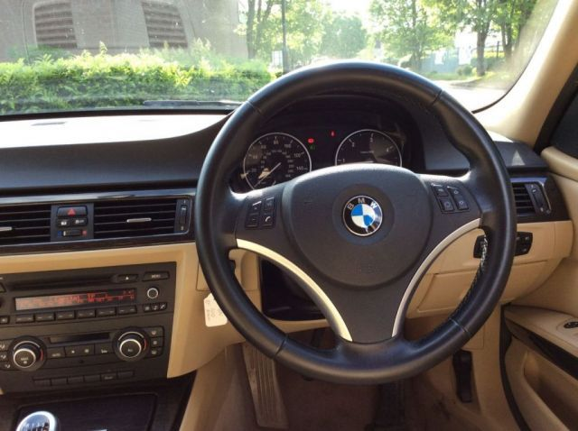 2011 BMW 3 Series 2.0 318D image 10