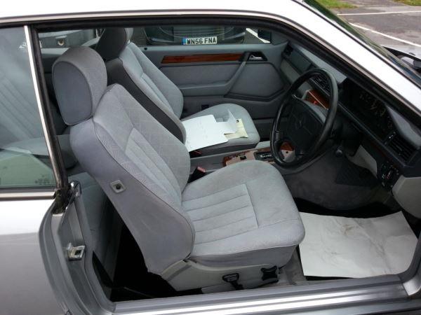 1993 Mercedes-Benz E Class 220 image 7