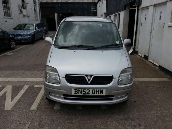 2002 Vauxhall Agila 1.0i 12V image 1