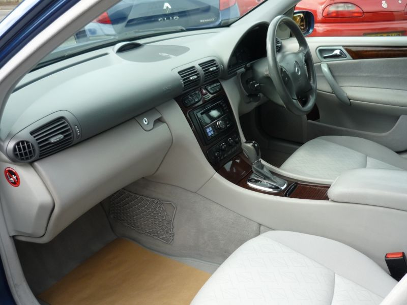 2002 Mercedes-Benz C180 1.8 Kompressor SE 5dr image 7