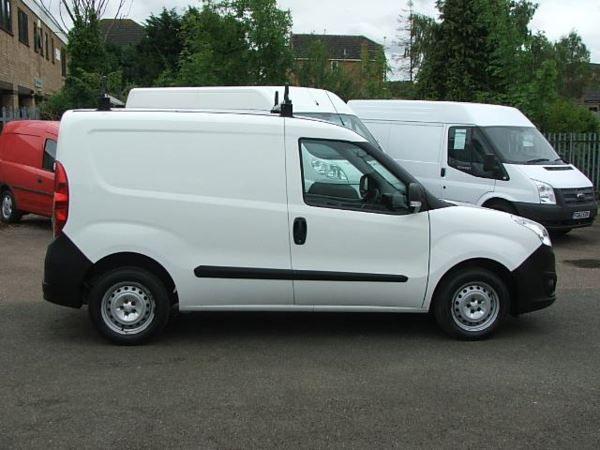2013 Vauxhall Combo 2000 L1H1 CDTI SS E image 4