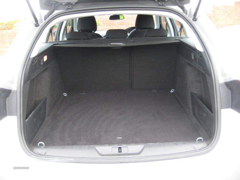 2016 Peugeot 308 1.6 SW HDI image 8
