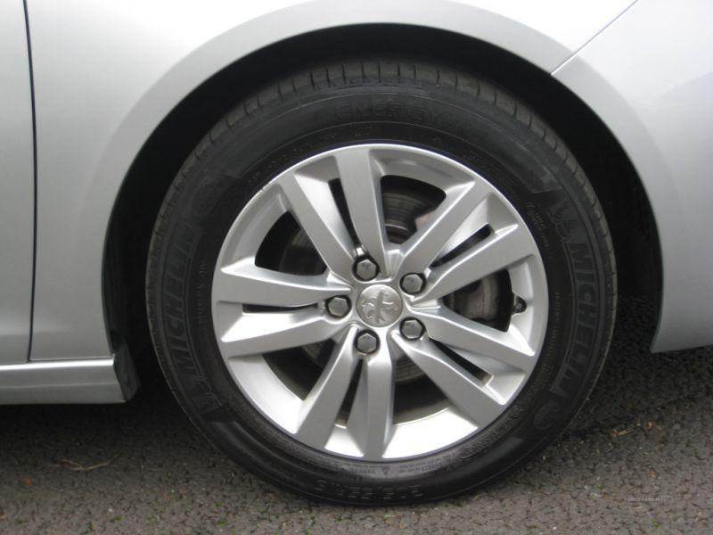 2016 Peugeot 308 1.6 SW HDI image 9