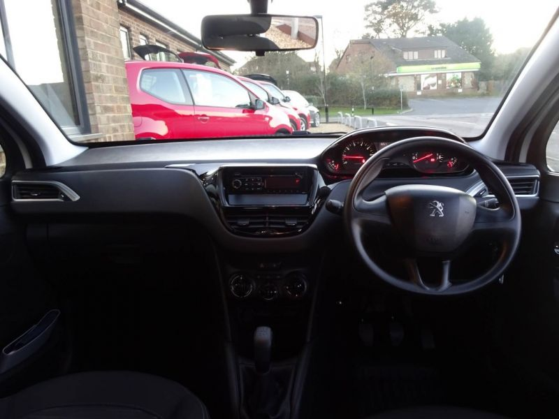 2013 Peugeot 208 1.2 VTI 5dr image 5