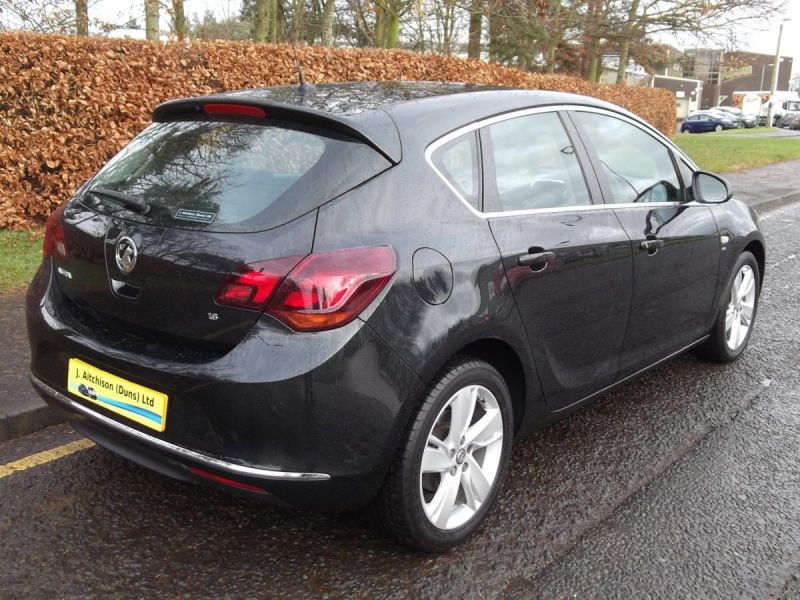 2014 Vauxhall Astra 1.6SRi 5dr image 4