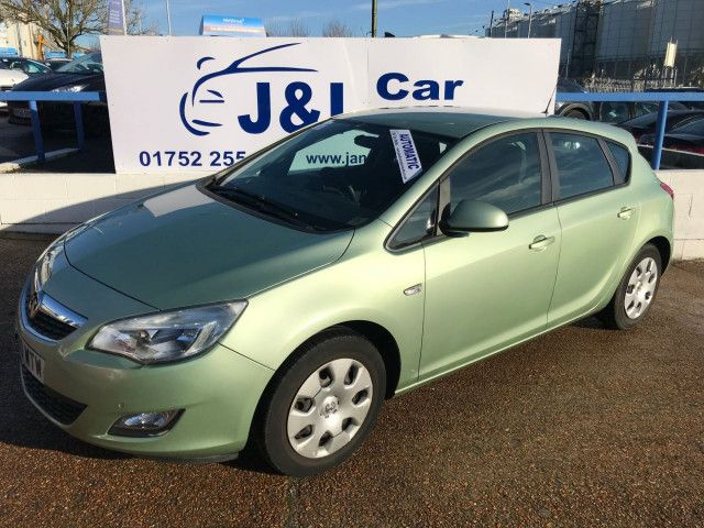 2011 Vauxhall Astra 1.6 5d image 2