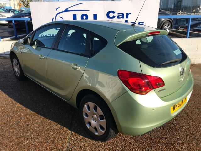 2011 Vauxhall Astra 1.6 5d image 5