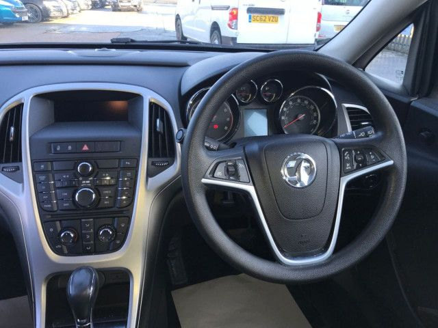 2011 Vauxhall Astra 1.6 5d image 8