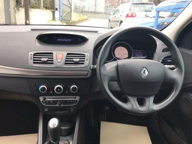 2010 Renault Megane 1.6 5d image 8