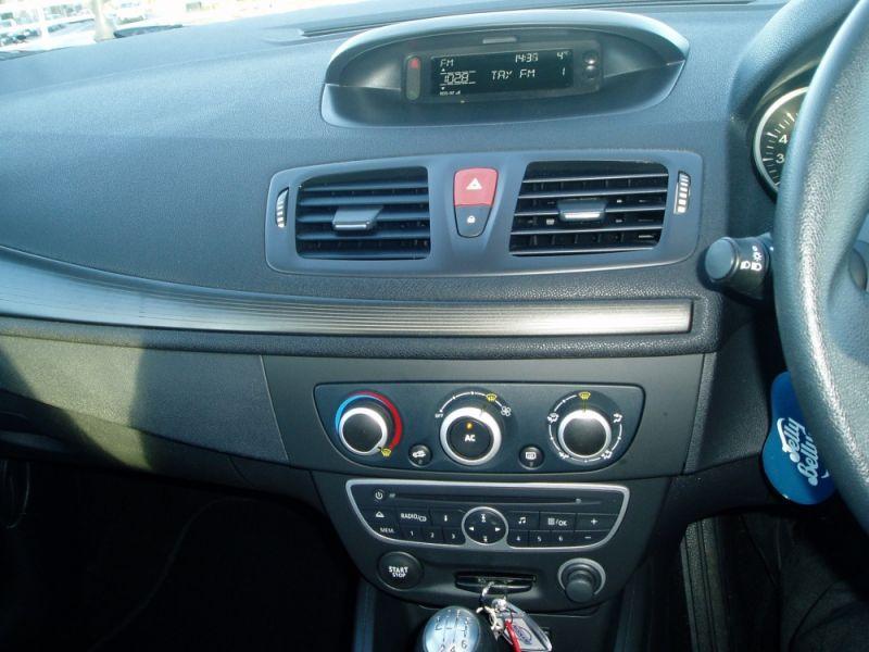 Renault Megane 1.6 16V 3dr image 10