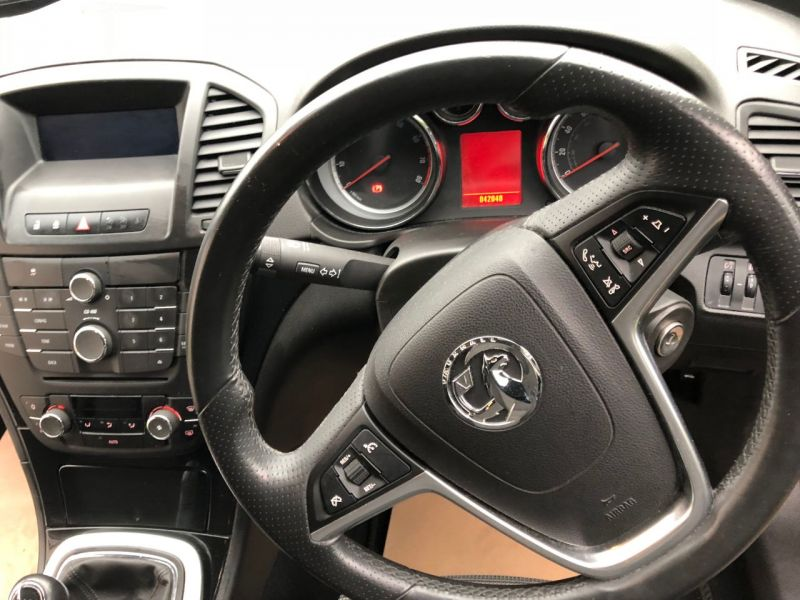 2011 Vauxhall Insignia 1.8i 16V SRi 5dr image 8