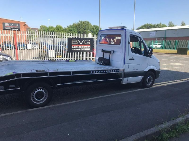2008 Mercedes Sprinter 311 Recovery Truck image 1