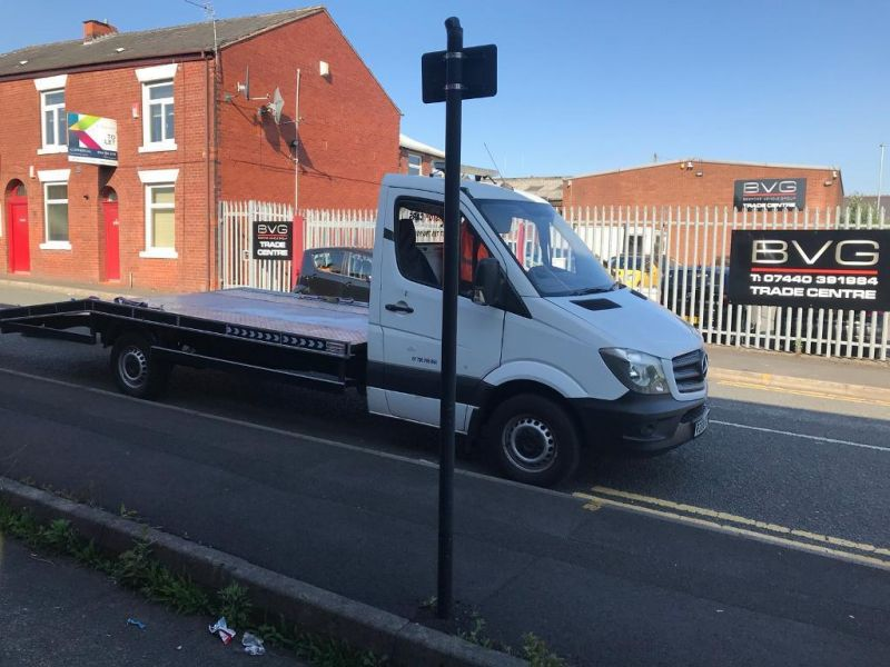 2008 Mercedes Sprinter 311 Recovery Truck image 2
