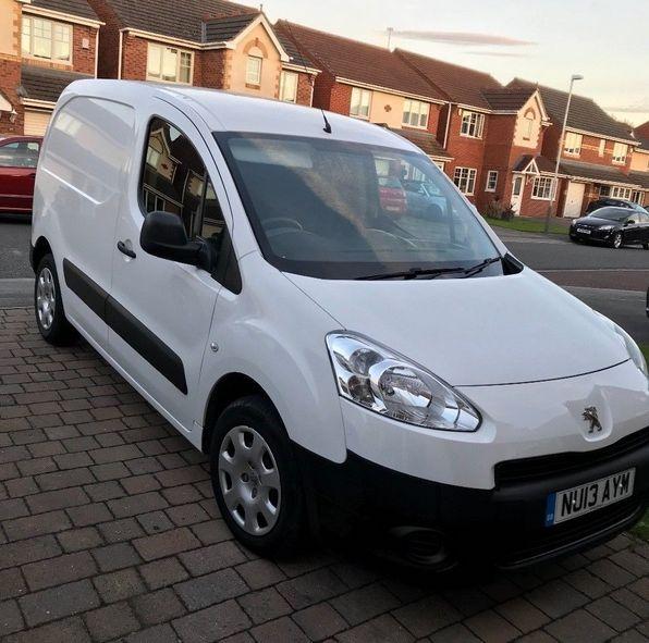 2013 Peugeot Partner image 1