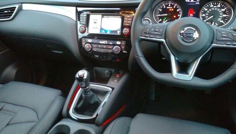 Nissan Qashqai 1.3 DIG-T Tekna+ 5dr image 8