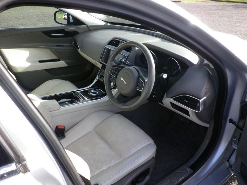 2015 Jaguar XE 2.0 4dr image 7