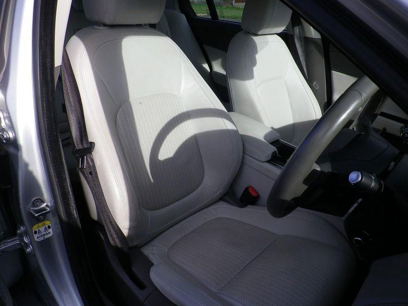 2015 Jaguar XE 2.0 4dr image 8