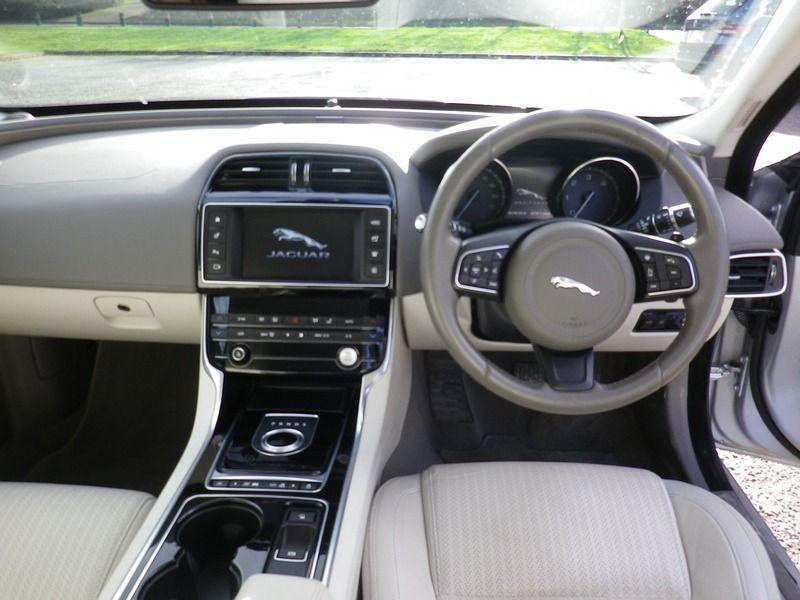 2015 Jaguar XE 2.0 4dr image 9