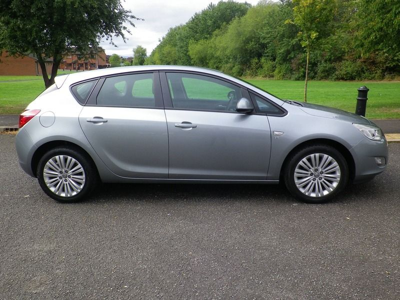 2012 Vauxhall Astra 1.4 5dr image 2