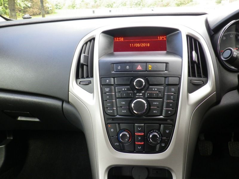 2012 Vauxhall Astra 1.4 5dr image 10