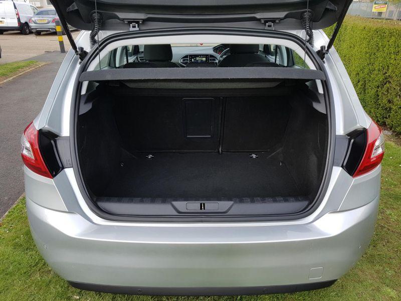 2015 Peugeot 308 1.6 HDi 5dr image 4
