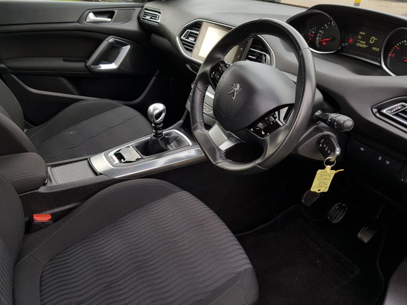 2015 Peugeot 308 1.6 HDi 5dr image 5