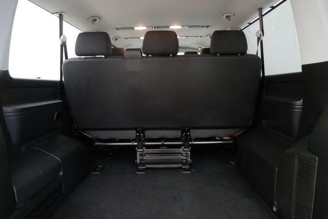 2017 Volkswagen Transporter Shuttle 2.0 T32 TDI image 7