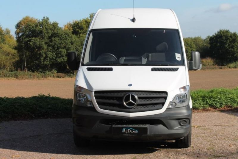2015 Mercedes-Benz Sprinter 3.5t High Roof Van image 2