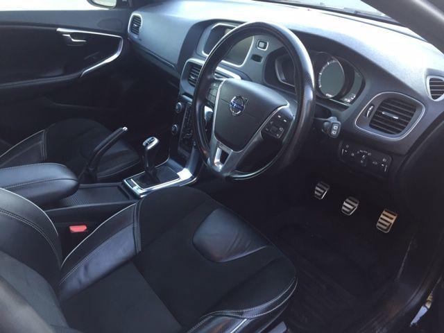 2016 Volvo V40 2.0 D3 R-Design Nav 5dr image 6
