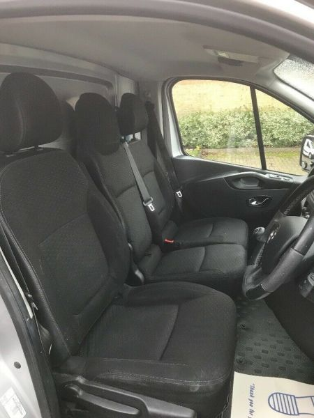 2015 Vauxhall Vivaro image 5
