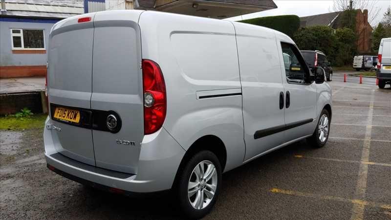 2015 Vauxhall Combo 2300 L2H1 LWB 1.6 CDTI image 3