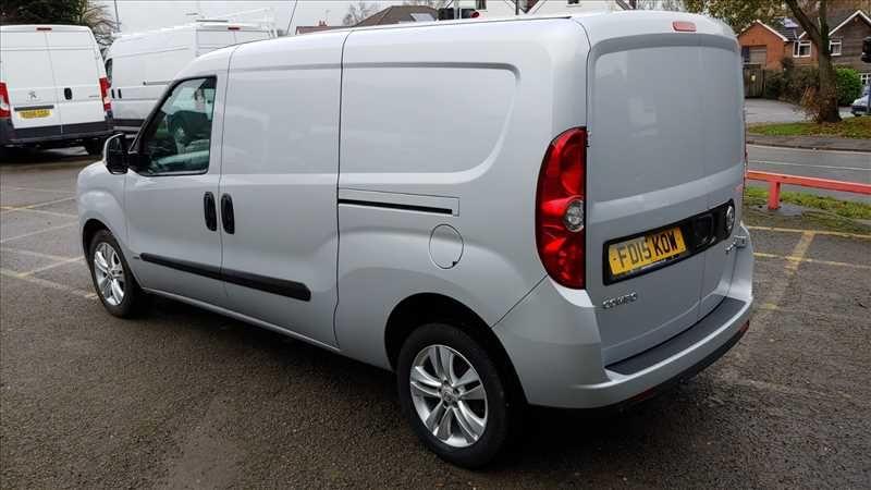 2015 Vauxhall Combo 2300 L2H1 LWB 1.6 CDTI image 4