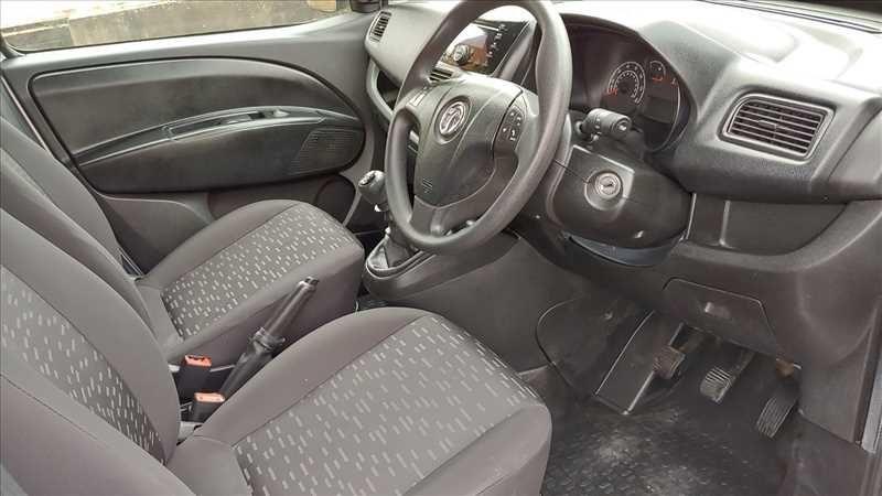 2015 Vauxhall Combo 2300 L2H1 LWB 1.6 CDTI image 7