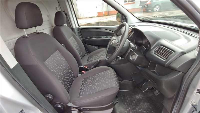 2015 Vauxhall Combo 2300 L2H1 LWB 1.6 CDTI image 8