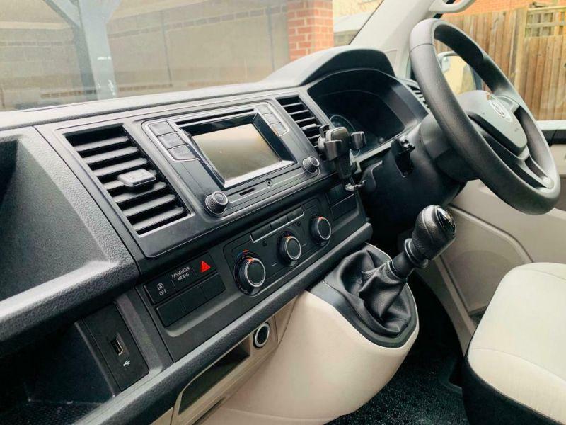 2017 VW Transporter T6 SWB image 4