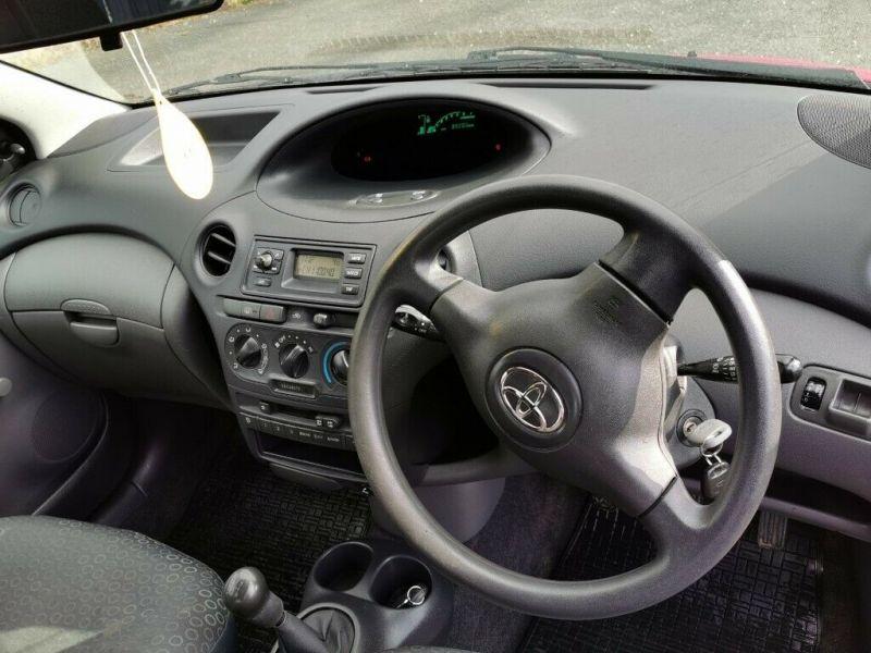 2003 Toyota Yaris image 9