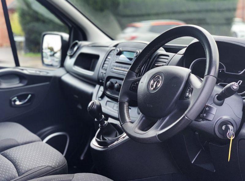 2016 Vauxhall Vivaro 1.6 Cdti 2700 Biturbo Ecoflex Sportive 5dr image 2