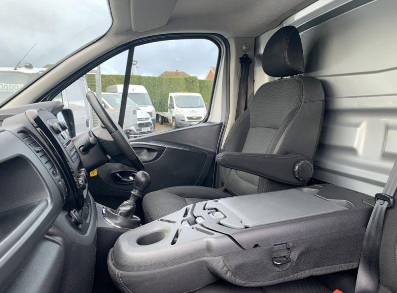 2016 Vauxhall Vivaro 1.6 Cdti 2700 Biturbo Ecoflex Sportive 5dr image 5