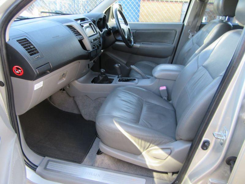 2007 Toyota Hi Lux Invincible D-4D 4x4 Double-Cab image 3