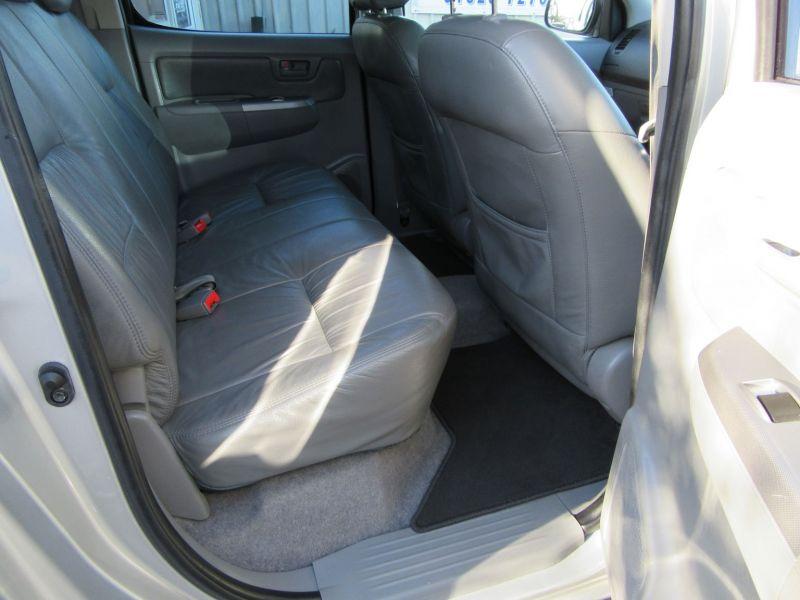 2007 Toyota Hi Lux Invincible D-4D 4x4 Double-Cab image 4