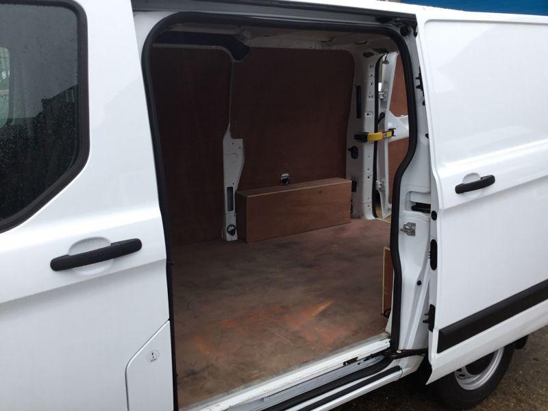 2018 Ford Transit Custom 300 2.0 TDCi 105ps Low Roof Van image 6