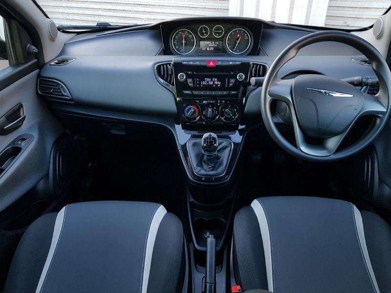 2014 Chrysler Ypsilon 1.2 5dr image 3