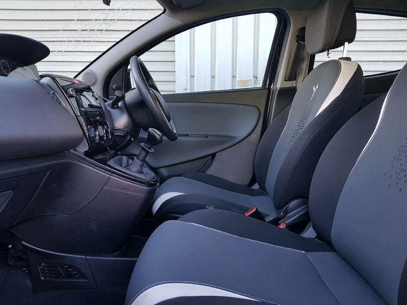 2014 Chrysler Ypsilon 1.2 5dr image 5