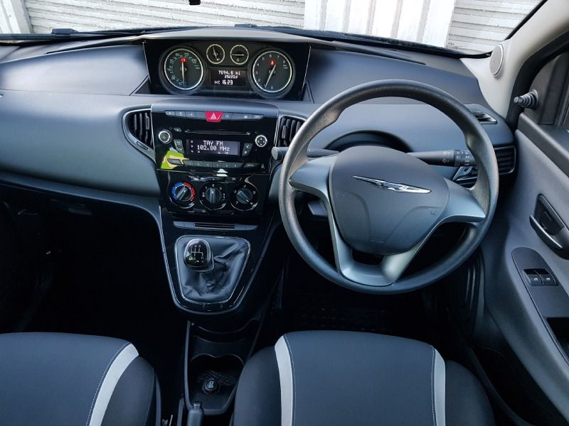 2014 Chrysler Ypsilon 1.2 5dr image 7