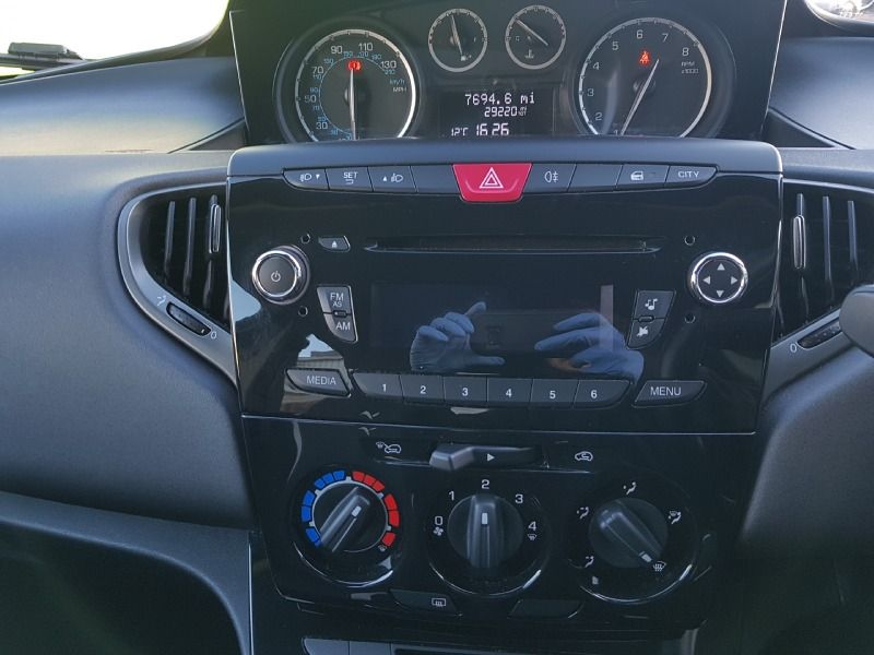 2014 Chrysler Ypsilon 1.2 5dr image 10