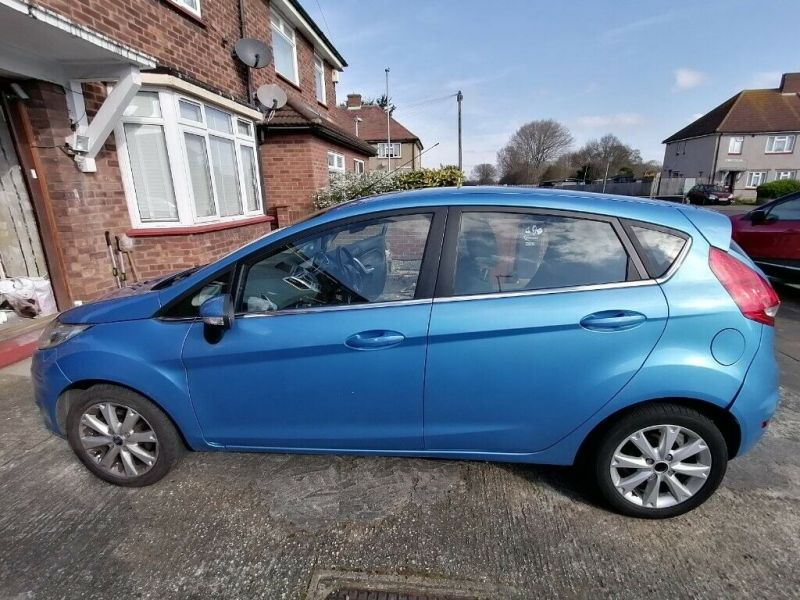 2009 Ford Fiesta Zeetec image 1