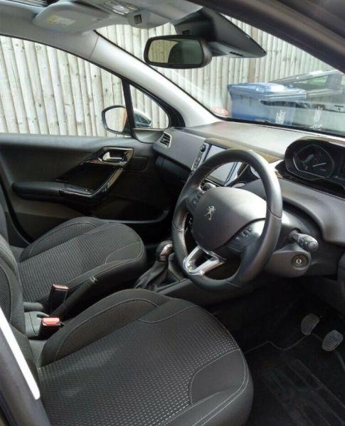 2019 Peugeot 208 image 8