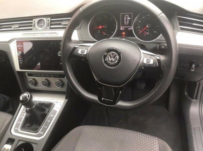 2018 Volkswagen Passat 2.0 4dr image 9